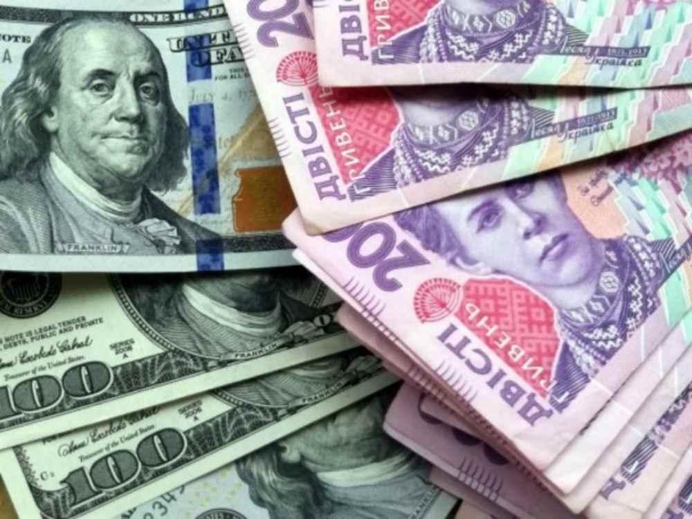 Нацбанк залишив курс гривні майже без змін, однак на міжбанку гривня просіла по відношенню до євро.