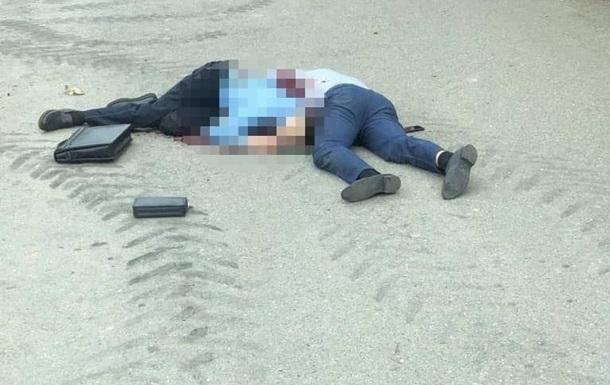 Стрельба произошла в результате конфликта во время выселения мужчины из дома. Убив двух человек, он сдался правоохранительным органам.