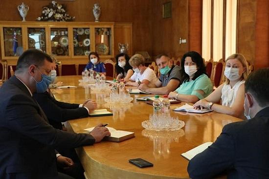 Олексій Петров представив керівникам департаментів та управлінь першого заступника голови Закарпатської ОДА Олега Коцюбу.