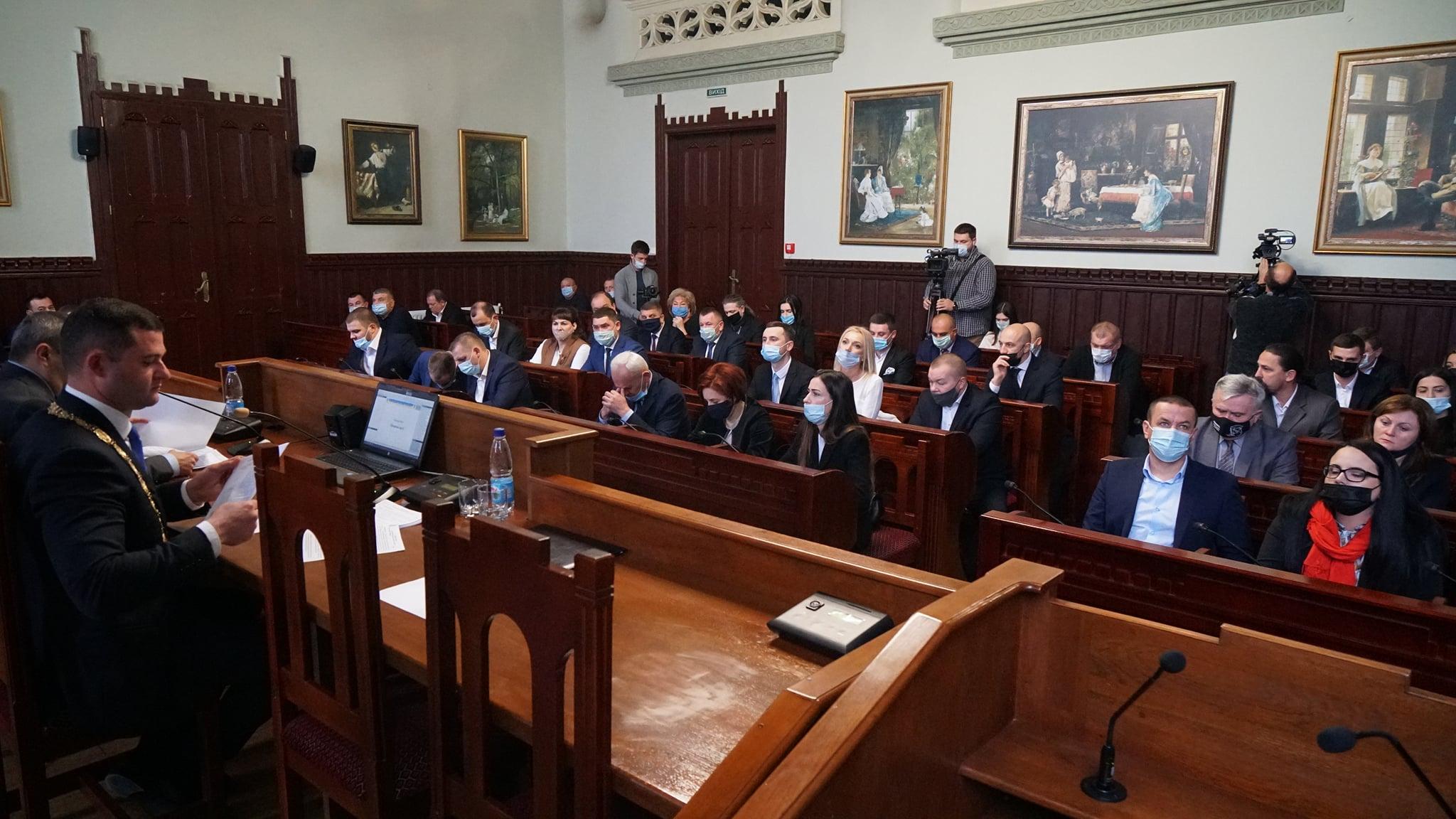Рішенням сесії Мукачівської міськради визначено чисельність виконавчого комітету – 36 осіб.