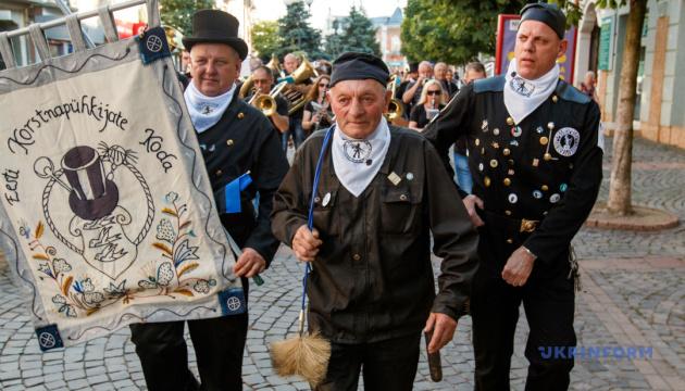 У місті Мукачево на Закарпатті 27 липня відбудеться четвертий парад сажотрусів.