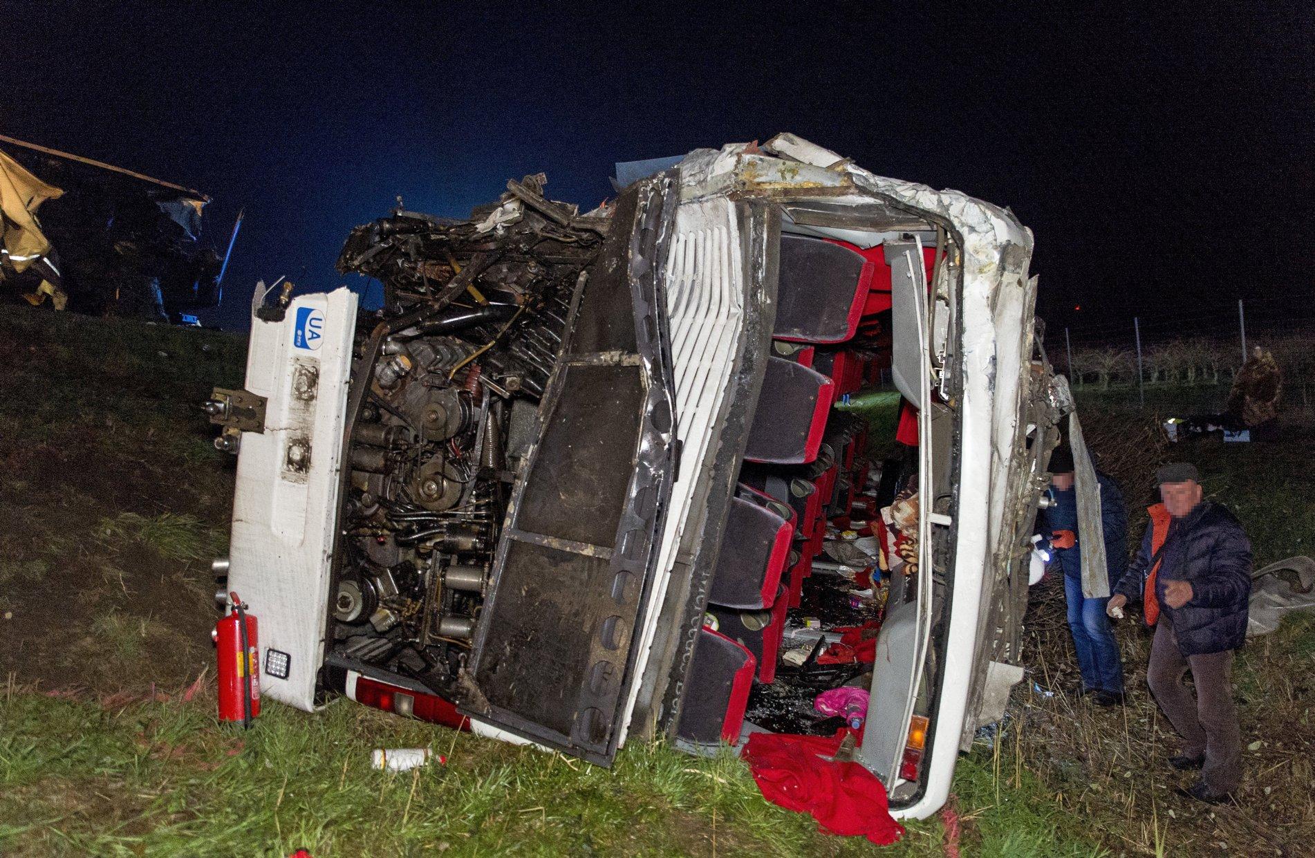 В Угорщині в український автобус врізався румунський каміон: є постраждалі