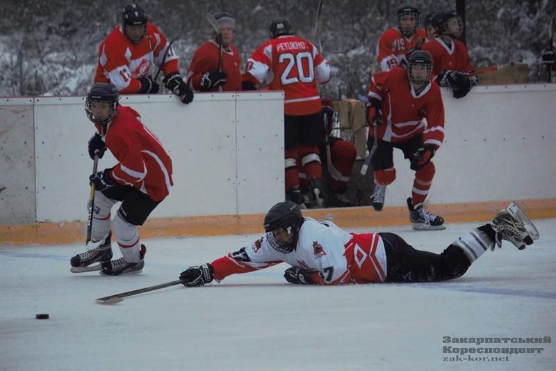 У суботу, 7 грудня, на ужгородській ковзанці «Ice Land» відбувся Кубок Закарпаття з хокею 2019.