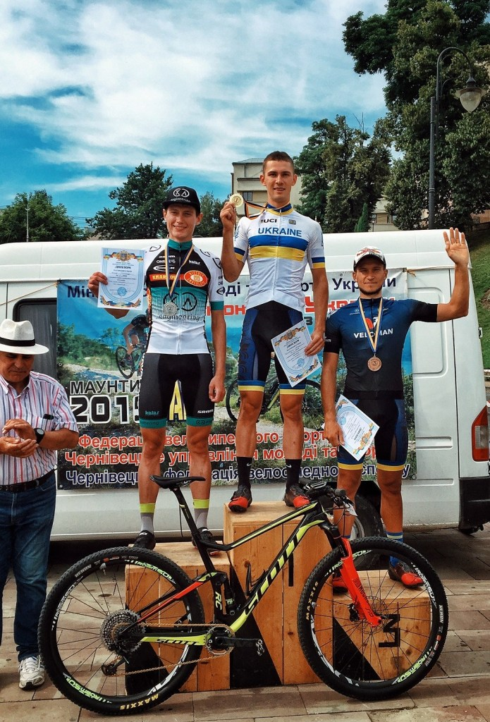 На чемпіонаті України з велосипедного спорту, що завершився 19 липня, перміг ужгородець Володимир Козловський.