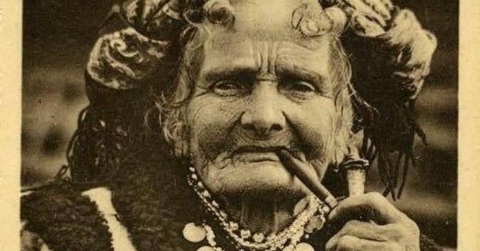 Ви точно бачили це фото. На ньому – гуцулка з люлькою Марія Кречунєк, більш відома як Марія Чукутиха.