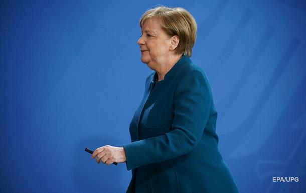 Відразу ж після оголошення про рішучі загальнонімецькі заходи щодо обмеження контактів Меркель повідомили, що у п'ятницю вона спілкувалася з лікарем, у якого виявили коронавірус.