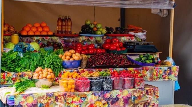Ціни на продукти харчування не завжди залежать від курсу долара. Але це не заважає продавцям їх підвищувати.