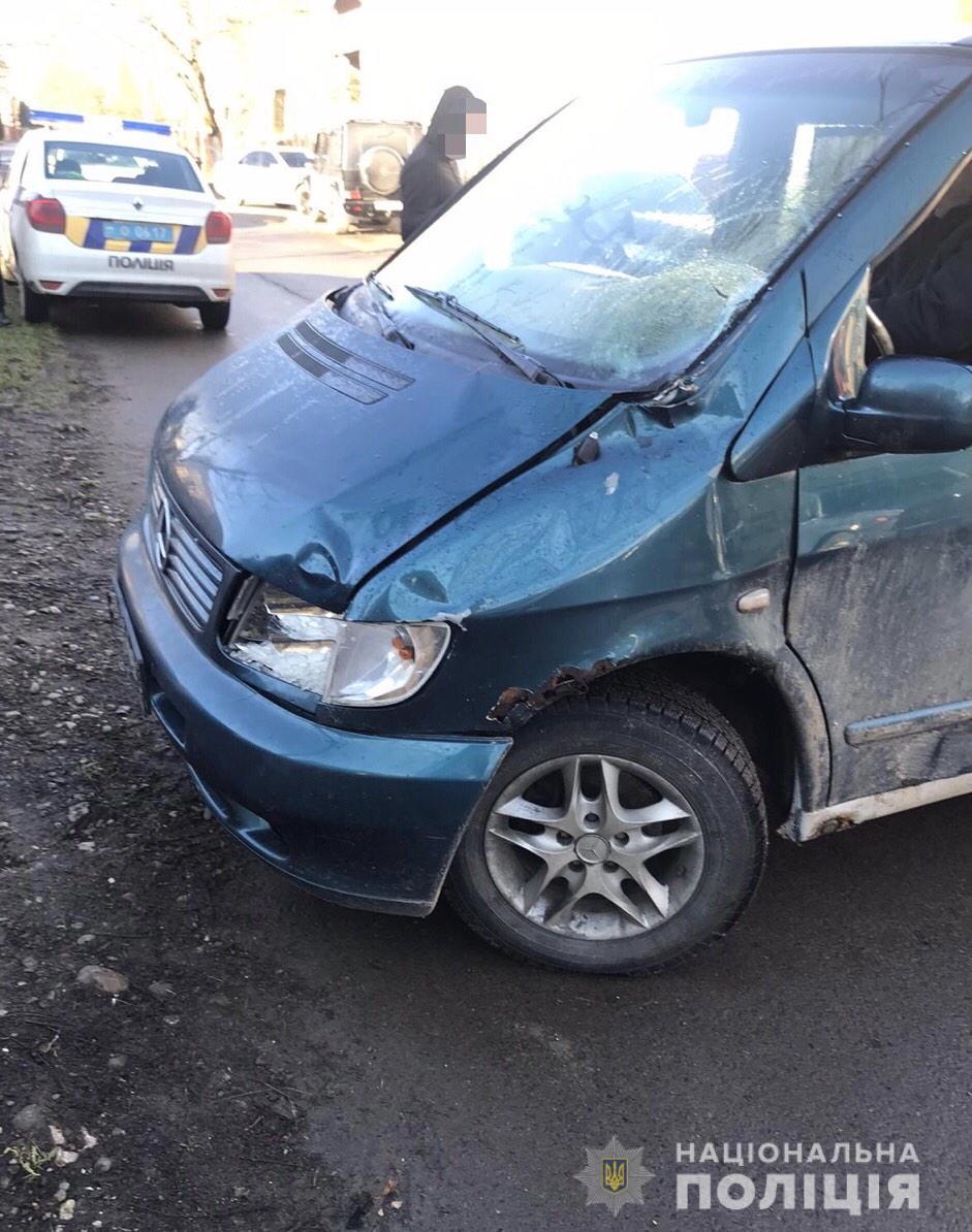 Дорожньо-транспортна пригода трапилася у селі Стеблівка. «Mercedes-Benz Vito» здійснив наїзд на пішохода і зник з місця аварії.