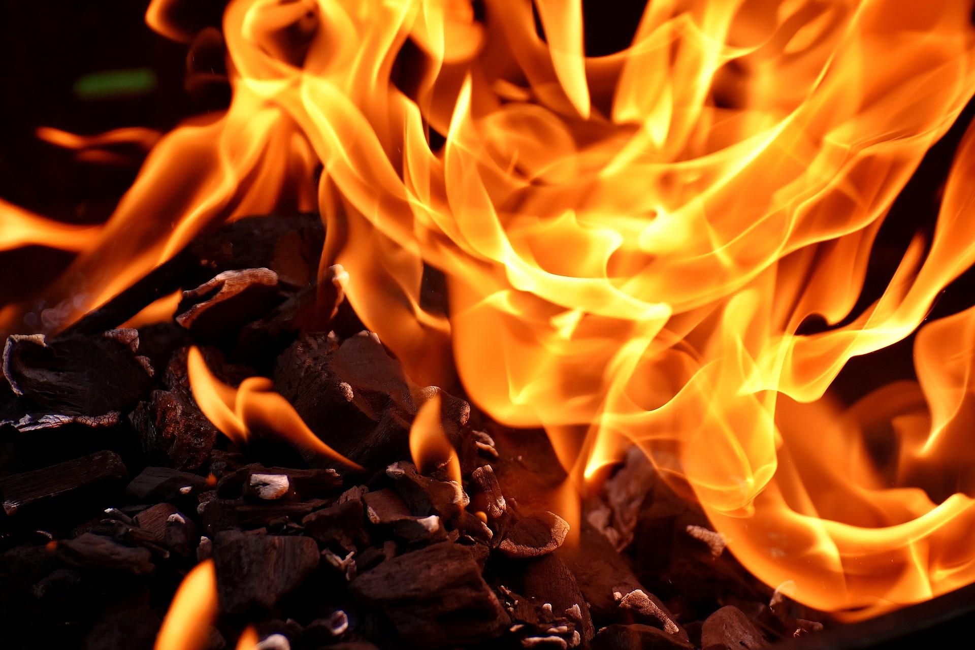 У Мукачеві вночі на вулиці Гойди виникла пожежа.