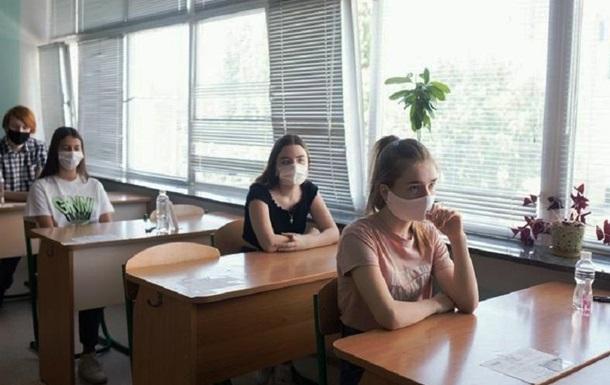 Основне тестування починається 21 травня, закінчується 15 червня. У цьому році учасник може пройти тестування не більше ніж з п'яти предметів.
