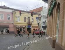 У Мукачево зазнімкували майже голого чоловіка