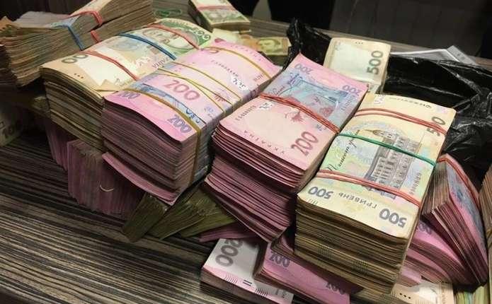 За клопотанням прокурора, директора Департаменту міського господарства Ужгородської міської ради взято під варту із заставою у майже 1,5 млн грн.