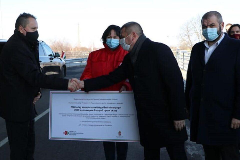 2000 доз вакцини від сказу отримало Закарпаття, як гуманітарну допомогу від Угорщини.