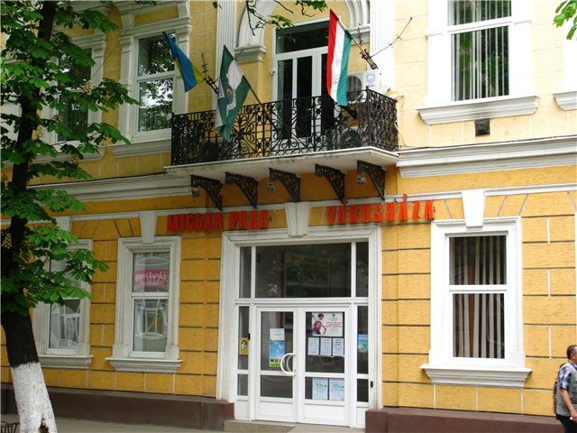 На нових керівників очікують і у новосформованій об'єднаній з колишньою  Виноградівською тепер уже Берегівській районній раді.