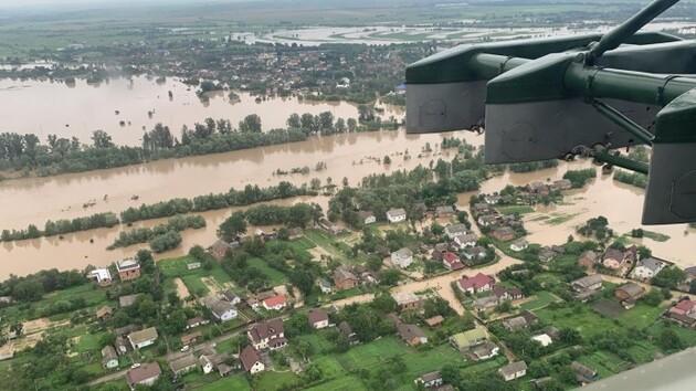Затоплены сотни домов и десятки гектаров пастбищ, поврежденные участки дорог и разрушенные мосты. Такие последствия «большой воды», которая пришла в Западную Украину в конце июня.