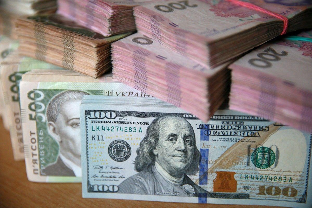 Нацбанк пояснює поточну девальвацію гривні психологічним чинником.
