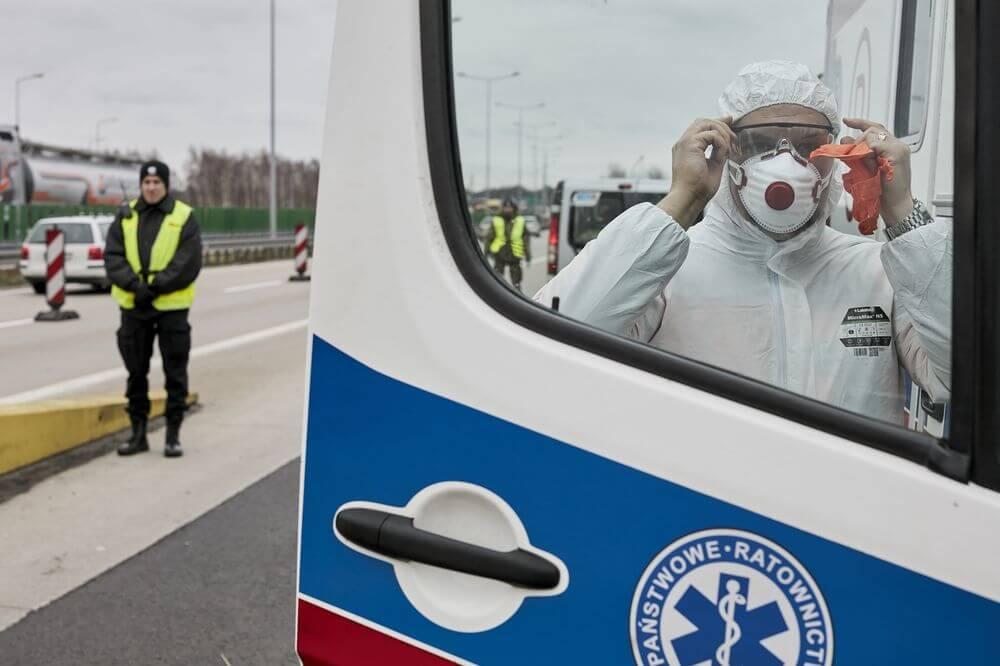 Польща продовжила карантинні обмеження до 18 квітня - по країні будуть закриті ресторани, готелі, торгові центри, а також культурні установи та спортивні об'єкти.