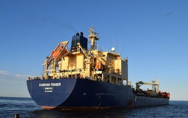У заручники зловмисники захопили 15 членів екіпажу судна, ймовірно, громадян Росії і України.