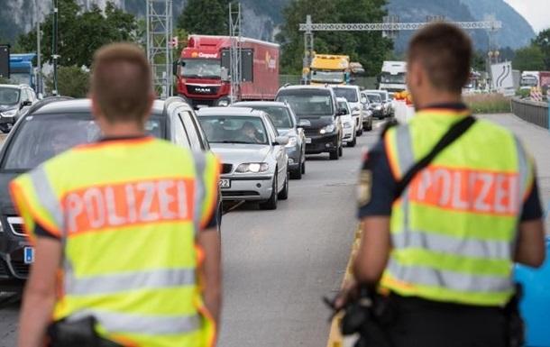Громадянам України дозволено в'їжджати в Чорногорію автомобілем, якщо останні 15 днів вони перебували в країнах