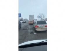 В Мукачеві дорога обласного значення жахає водіїв (ВІДЕО)