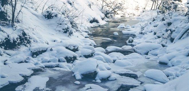 У Держслужбі України з НС попереджають, що в українських Карпатах у результаті відлиги у четвер зберігається значна небезпека сходу снігових лавин.