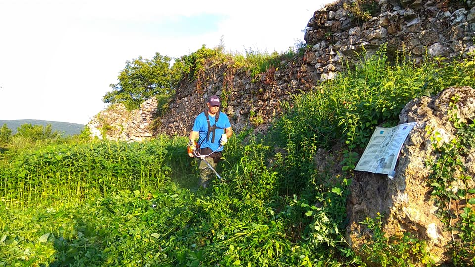 Квасовский замок находится на территории Береговского района.