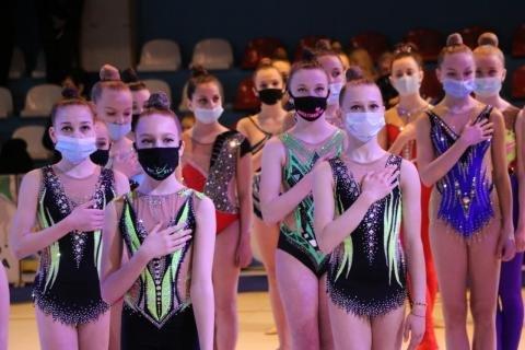 Почти 200 юных гимнасток соревнуются в Ужгороде.