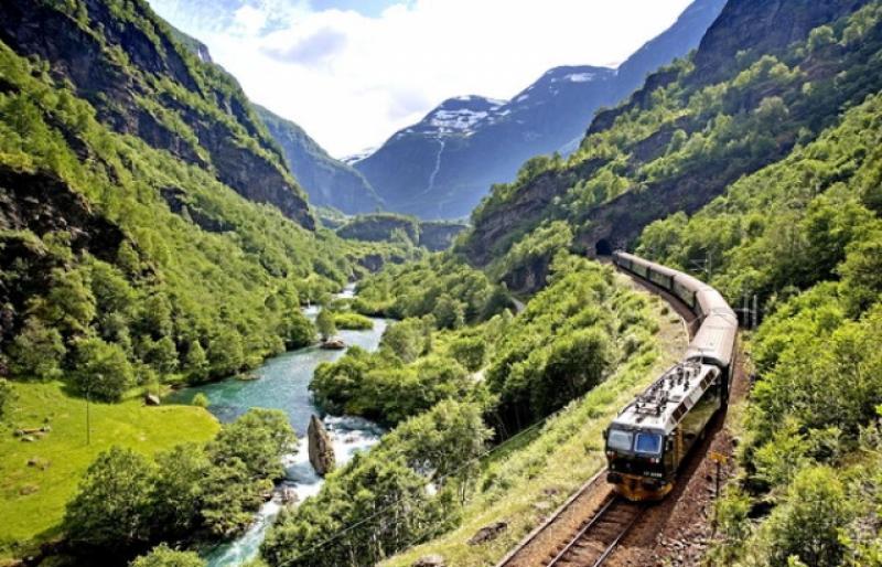 Відтепер два поїзди зупинятимуться у Воловці.