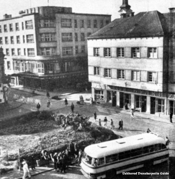 У мережі оприлюднили раритетне фото Ужгородської площі.