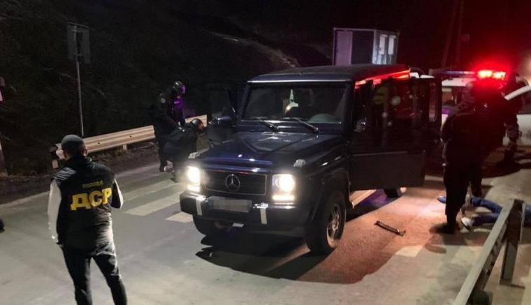 На Закарпатті у смт. Нижні Ворота Воловецького району силовики затримали кількох осіб.