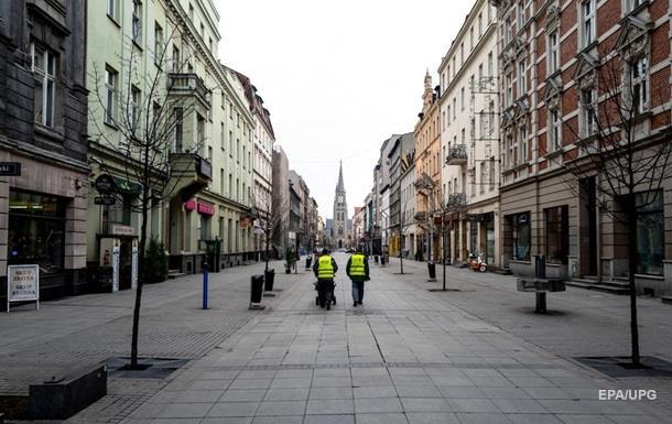 Прем'єр-міністр Польщі Матеуш Моравецький оголосив про введення режиму епідемії в країні через поширення коронавірусу.