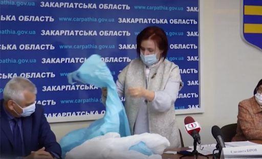 Єлизавету Біров звинувачуують в «схемі» із закупкою неякісних медичних халатів для лікарів та закупці їз за завищеною ціною.