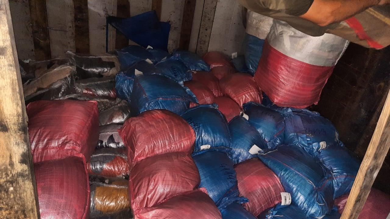 У водія вантажівки знайшли другий пакет документів на товар, який, перетнувши кордон з Польщі, дешевшав втричі.