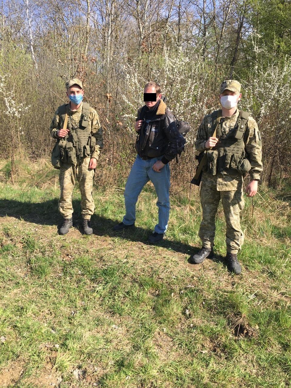 Учора по обіді прикордонники Чопського загону затримали 43-річного українця, який намагався дістатися країн Євросоюзу поза пунктами пропуску.