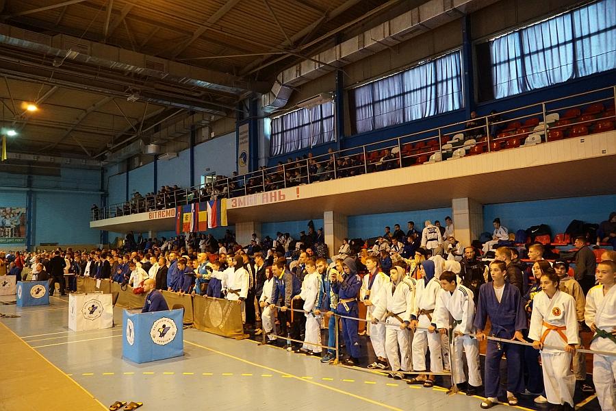 У змаганнях беруть участь понад 600 спортсменів з усіх куточків нашої країни, а також із Молдови, Румунії, Чехії, Азербайджану та Бельгії.