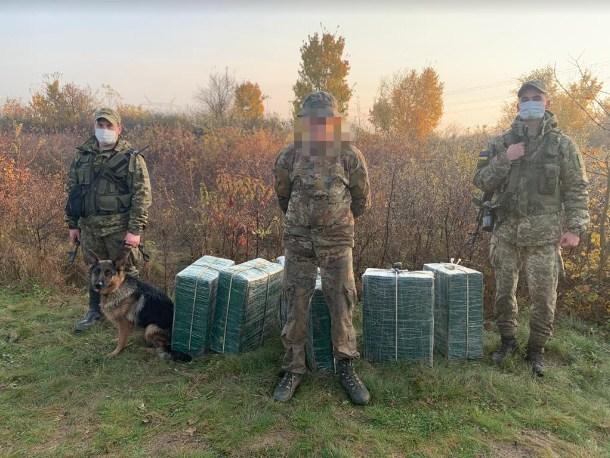 Чи не щодня військовослужбовці Мукачівського загону ефективно захищають кордон від тютюнової контрабанди.