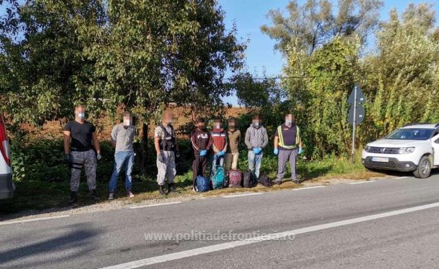 Прикордонна поліція Марамуреша затримала трьох громадян України, які супроводжували групу нелегальних мігрантів при перетині кордону Румунії.