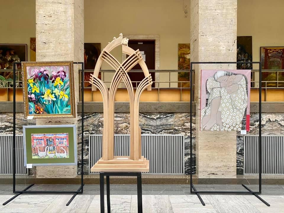 Сьогодні в атріумі Закарпатської ОДА відбулося відкриття виставки творів викладачів та студентів Закарпатської академії мистецтв та Фахового коледжу мистецтв ім. А.Ерделі.