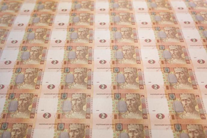 Нацбанк послабив офіційний курс гривні на 4 копійки, встановивши його на 30 березня на рівні 28,18 гривні за долар.