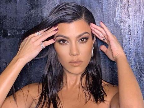 Американська зірка реаліті-шоу Кортні Кардашян показала свою фігуру у купальнику.