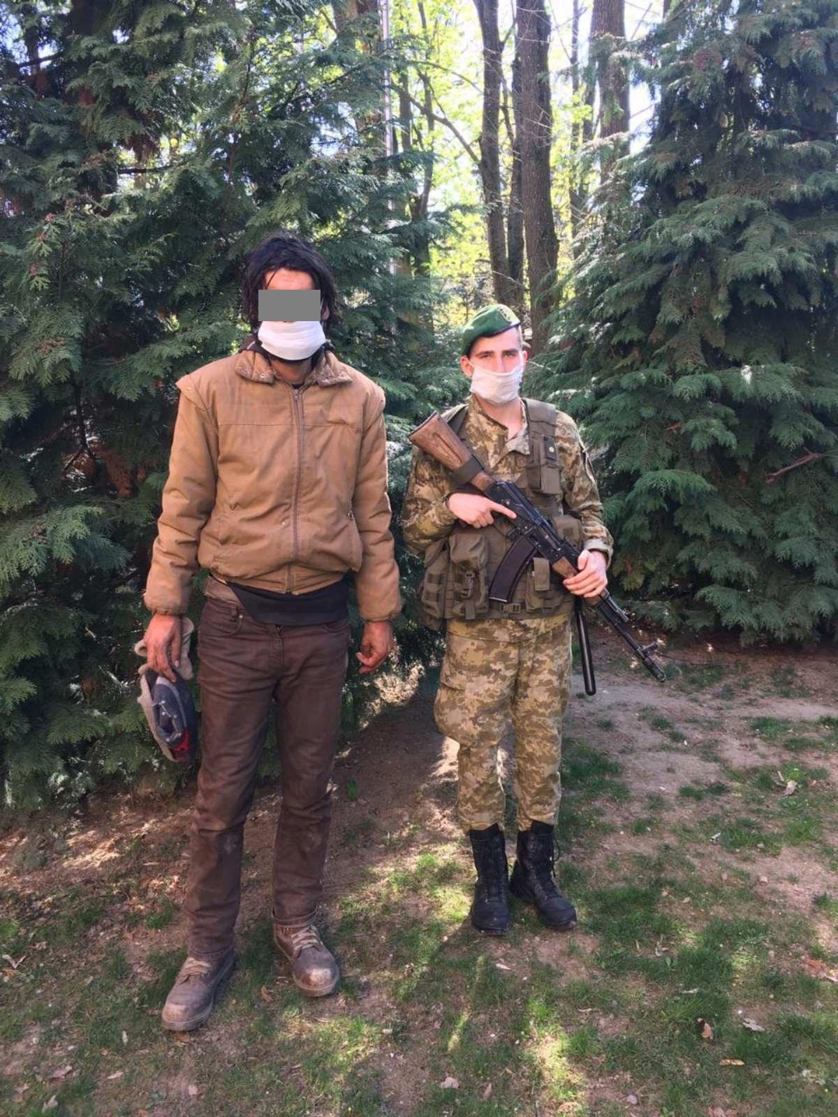 Учора вдень прикордонники Чопського загону затримали 35-річного українця, який уже вчетверте намагався дістатися країн Євросоюзу в обхід пунктів пропуску.
