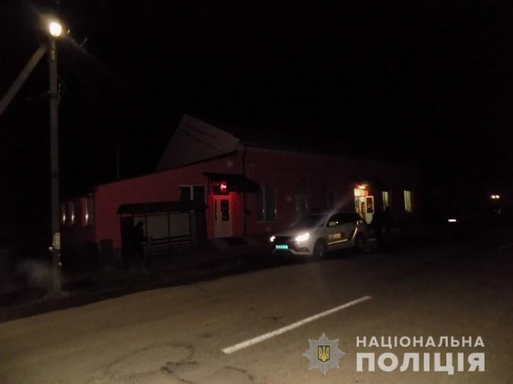 Вночі у Перечині люди з пістолетом пограбували цілодобовий магазин