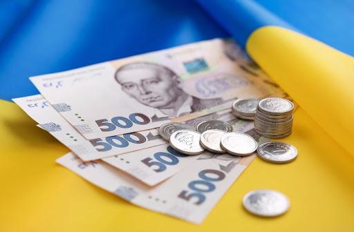 Міністерство фінансів повідомило, що мінімальна зарплата зросте до 7 665 гривень.