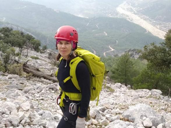 У Туреччині понад тиждень продовжуються пошуки 42-річної українки Яни Кривошеї, яка на травневі свята вирушила до Туреччини на гору Geyik Sivrisi і незабаром по приїзду перестала виходити на зв'язок.