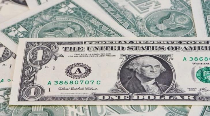 У банках долар в покупці не змінився, а в продажу подешевшав на 11 копійок.