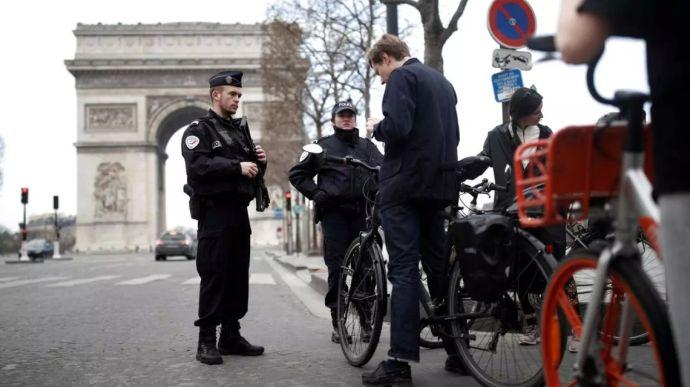 Посольство України у Франції з посиланням на дані поліції заперечує інформацію, яка поширювалася низкою французьких ЗМІ, про те, що побитий у Парижі український підліток