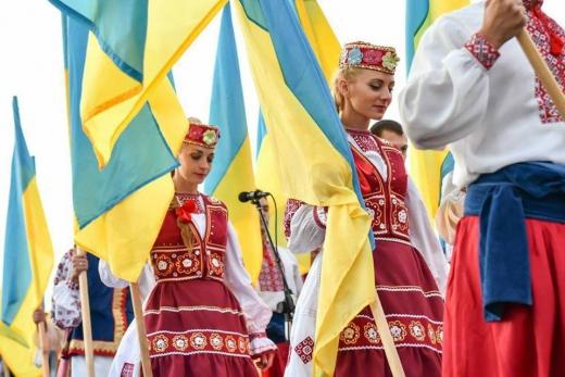 Вже традиційно Ужгород зустрічає День Незалежності загальною молитвою за Україну, що вже 4 рік поспіль організовує Заслужений академічний Закарпатський народний хор.