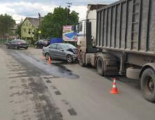 На Іршавщині легковик на великій швидкості врізався у зустрічну вантажівку