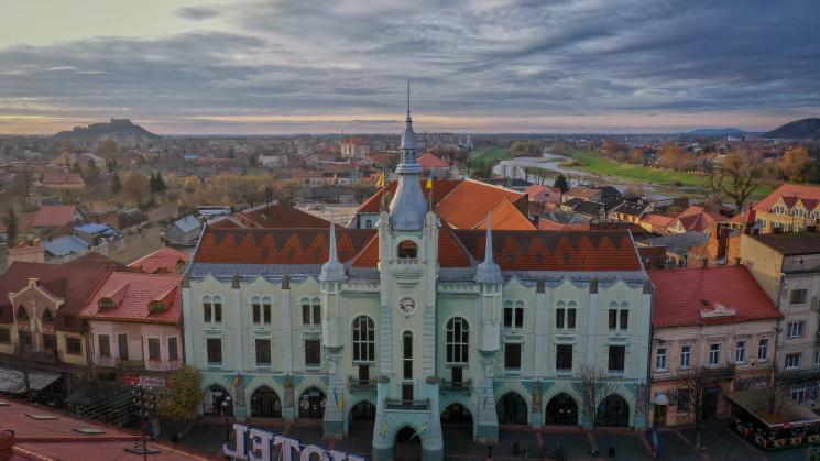 Місцеві вибори, кількаденні засідання ТВК та списки потенційних депутатів до Мукачівської міської ради: процес підрахунку голосів добіг кінця.
