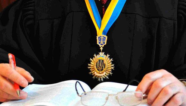 В Одеській та Івано-Франківській областях призначені по три судді, у Волинській і Закарпатській областях - по одному.